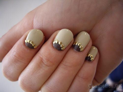 Off-white Nail Art Design For Short Nails