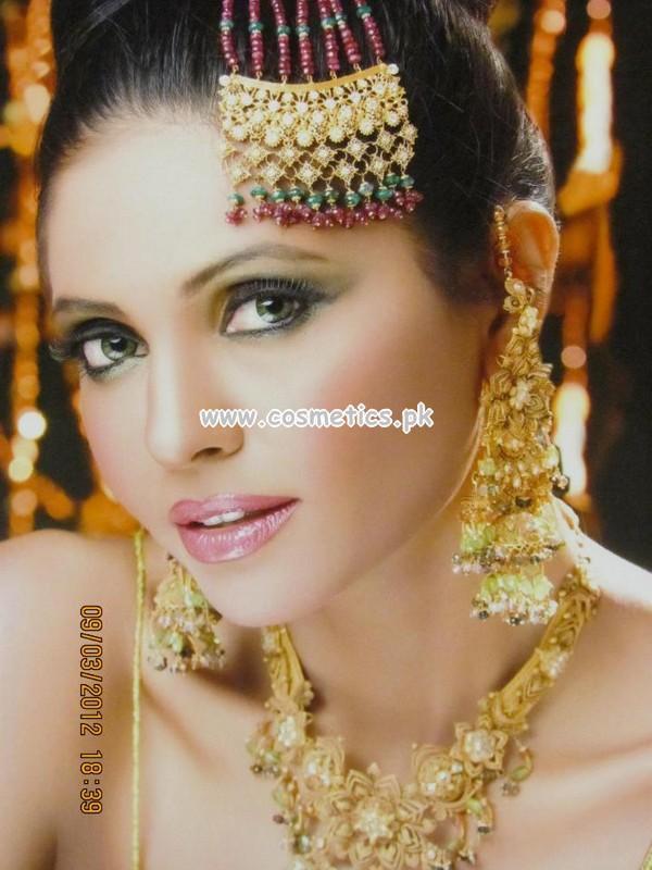 Mehndi Makeup Zara : Zara s beauty parlor latest makeup shoots