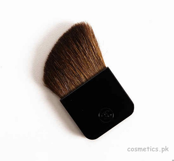 Chanel Camelia de Plumes Highlighter Brush