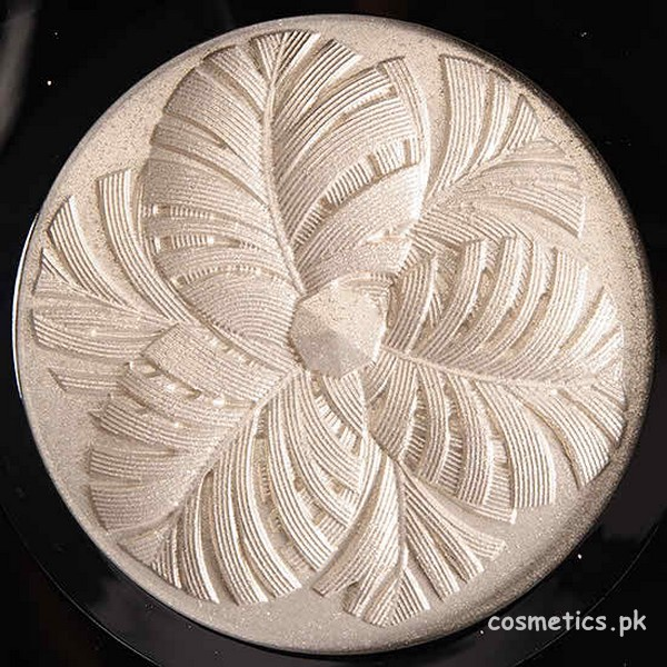 Chanel Camelia de Plumes Highlighter Shade