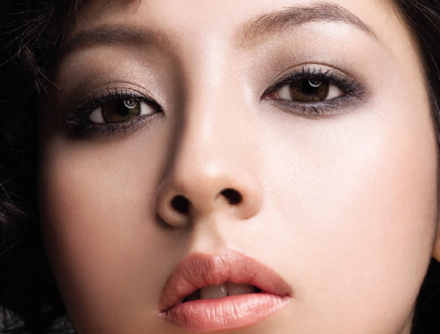 Top 6 Small Eye Makeup Tips - Dull COLORS TO OUTER CORNERS OF EYES