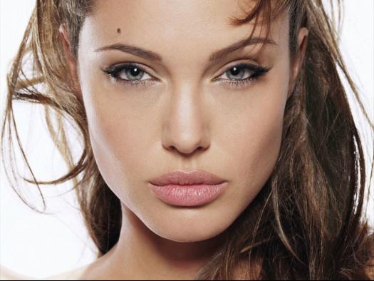 Top 6 Small Eye Makeup Tips - LIGHT COLORS UNDER BROW BONE