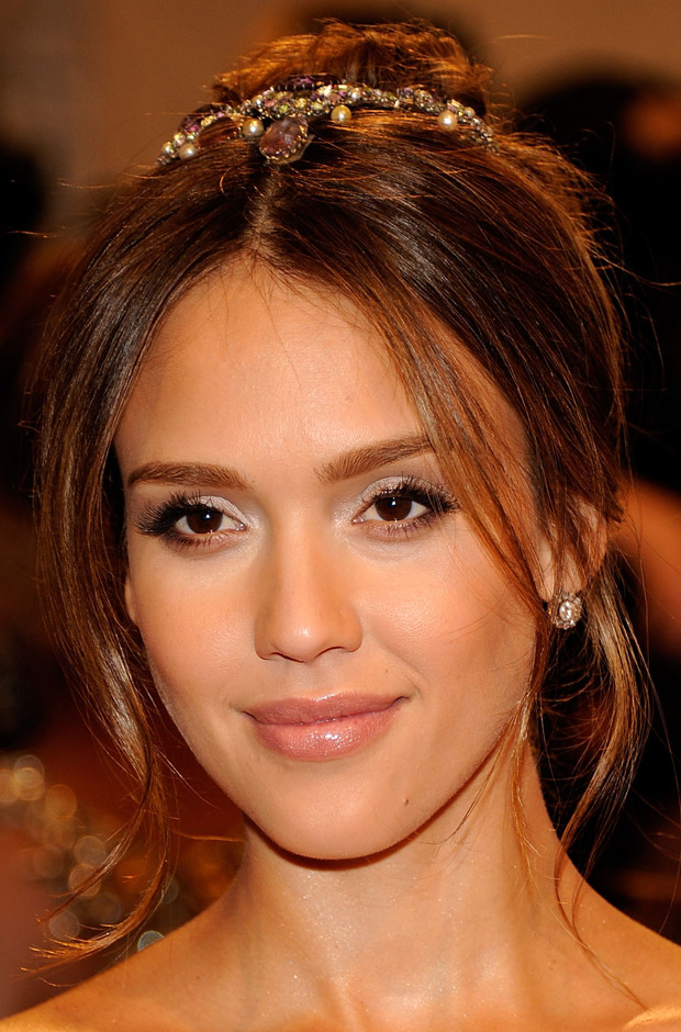 16+ Jessica Alba Hairstyles In 2011 Short Wavy Look